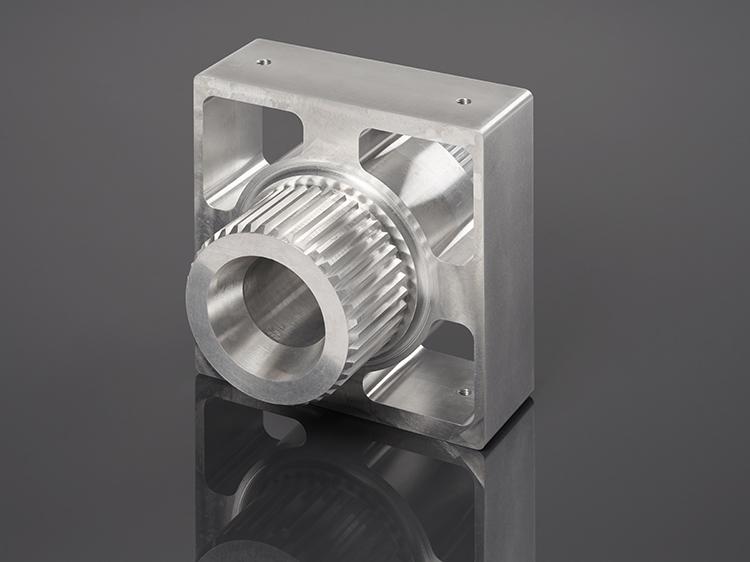 Irmscher Factory Produkte 5 Achs Frästeil Aluminium Verzahnung